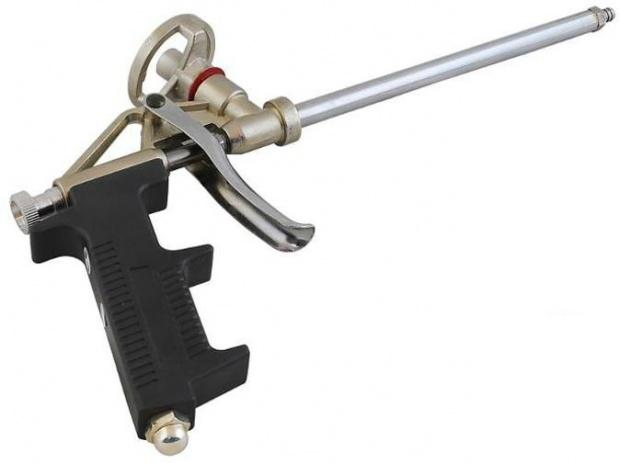 Kovová pistole na montážní pěnu